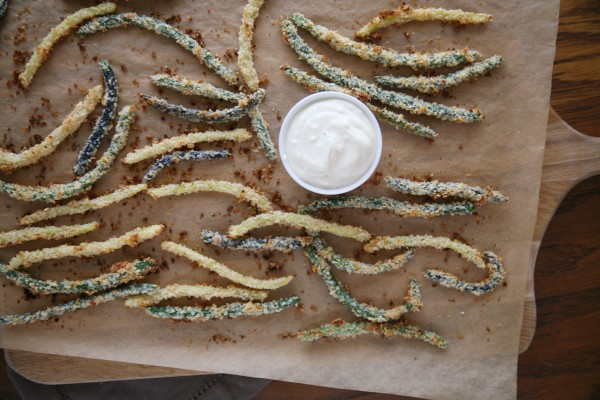 Green Bean Fries with Lemon-Garlic Aioli | BourbonAndHoney.com