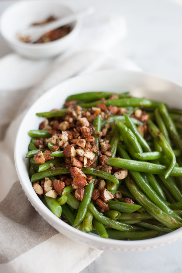 Green Beans with Almonds, Shallot and Garlic | BourbonandHoney.com -- Roasted Green Beans with Almonds, Shallots and Garlic, a quick side dish for dinner, lunch or special occasions.