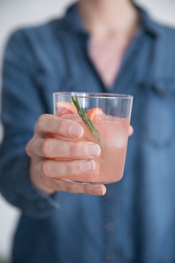 Sparkling Vanilla Bean and Grapefruit Gin Cocktail | BourbonandHoney.com -- Light, fresh and bubbly, thisSparkling Vanilla Bean and Grapefruit Gin Cocktail recipe is the perfect drink for a brunch or sunny afternoon!